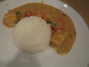 Rice & warm red curry sauce